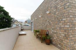 บ้านและที่อยู่อาศัย by LAM Arquitetura | Interiores