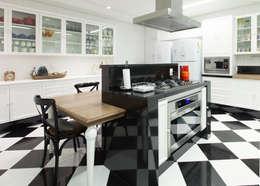 Кухни в . Автор – Rosangela C Brandão Interiores