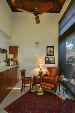 Juanapur Farmhouse: modern Living room by monica khanna designs