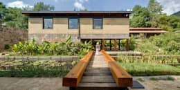 Puente de Acceso / Humedal Construido: Jardines de estilo moderno por TAAR / TALLER DE ARQUITECTURA DE ALTO RENDIMIENTO
