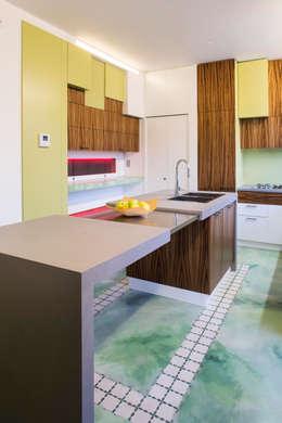 Cucina: Cucina in stile in stile Moderno di officinaleonardo
