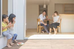 つどう×つながる家: 加藤淳一級建築士事務所が手掛けたベランダです。