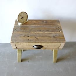 Camera da letto in stile in stile Minimalista di Piggledy Pallet Furniture