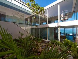 Casas de estilo moderno por van ringen architecten