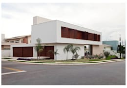 Casas de estilo moderno por ANDRÉ BRANDÃO + MÁRCIA VARIZO arquitetura e interiores
