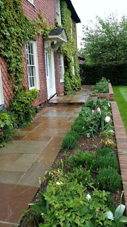 Felsted Place: minimalistic Garden by Aralia