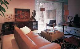 Salon de style de style Moderne par Olivia Aldrete Haas
