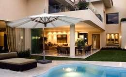 Residencia Guadalajara: Albercas de estilo moderno por Olivia Aldrete Haas