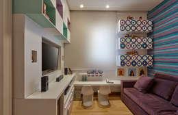Apartamento IC: Salas multimídia modernas por Isabela Canaan Arquitetos e Associados