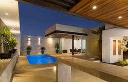Ampliación Residencia La Rioja: Estudios y oficinas de estilo moderno por Grupo Arsciniest