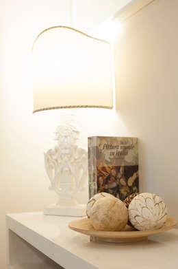 DETTAGLI ARREDO:  in stile  di Loredana Vingelli Home Decor