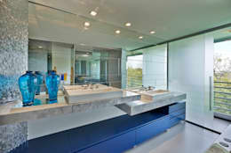Ванные комнаты в . Автор – Bellini Arquitetura e Design