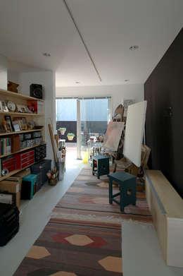 modern Study/office by スタジオ・ベルナ