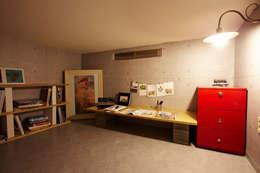잉여주택: designvom의  서재 & 사무실