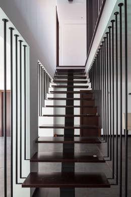 Gang en hal door JPS Atelier - Arquitectura, Design e Engenharia