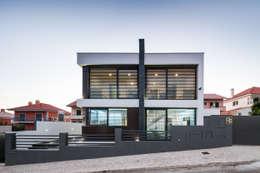 Projekty, nowoczesne Domy zaprojektowane przez JPS Atelier - Arquitectura, Design e Engenharia