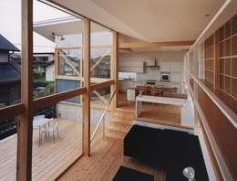 新千里南町: 伊東建築計画室が手掛けたベランダです。