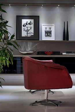 Sala Estar /Jantar Apartamento 1: Sala de estar  por Angela Ognibeni Arquitetura e Interiores