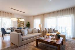Salas / recibidores de estilo moderno por Traço Magenta - Design de Interiores