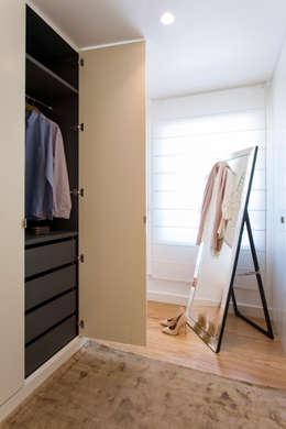 Vestidores de estilo moderno por Traço Magenta - Design de Interiores