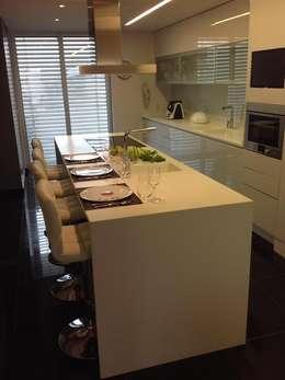 Cocinas de estilo moderno por 3L, Arquitectura e Remodelação de Interiores, Lda