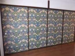 ウィリアムモリスの壁紙のふすま: hyouguyahirokiが手掛けた窓&ドアです。