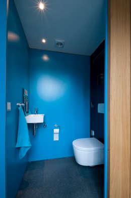 Baños de estilo  por JANICKI ARCHITECT