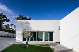 Casas de estilo moderno por Empty Space architecture