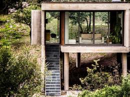 Casas de estilo moderno por Arq. Santiago Viale Lescano