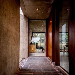 Pasillos y vestíbulos de estilo  por Arq. Santiago Viale Lescano