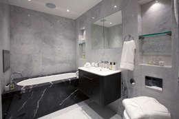 Ванная комната в . Автор – JHR Interiors
