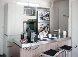 Cocina integrada: Cocinas de estilo moderno por MeMo arquitectas