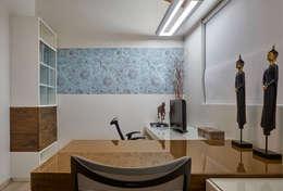 Residência AM: Escritórios  por Isabela Canaan Arquitetos e Associados