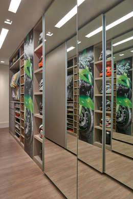 Apartamento ME: Closets modernos por Isabela Canaan Arquitetos e Associados