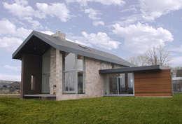 de woning opent zich naar het landschap: moderne Huizen door De Witte - Van der Heijden Architecten