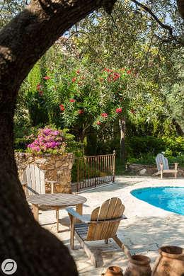 JARDIN DE VILLE - SAINTE-MAXIME: Jardin de style de style Méditerranéen par PASSAGE CITRON