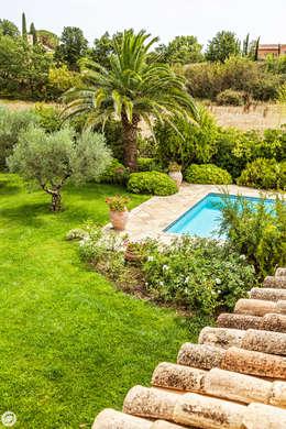 VILLA - GRIMAUD: Jardin de style de style Méditerranéen par PASSAGE CITRON