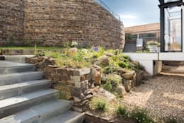 Gwel-An-Treth, Sennen Cove, Cornwall: modern Garden by Laurence Associates