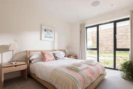 Projekty,  Sypialnia zaprojektowane przez Laurence Associates