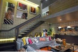 Pasillos y hall de entrada de estilo  por Spengler Decor