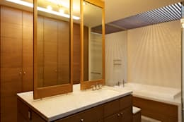 Casa Koz: Baños de estilo  por Tacher Arquitectos