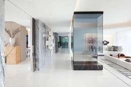 minimalistic Living room by GAVINHO Architecture & Interiors