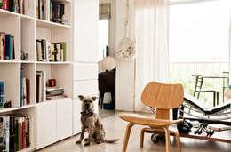 Salas de estilo moderno por PUNCH TAD