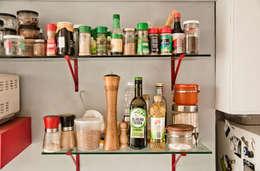 Estante en la cocina: Cocina de estilo  por PUNCH TAD