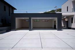 株式会社深田建築デザイン研究所: modern tarz Garaj / Hangar