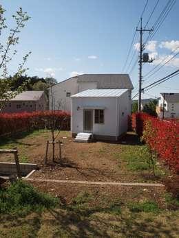 minimalistische Huizen door 筒井公一建築研究室一級建築士事務所