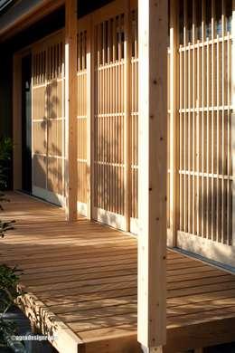 Balcones, porches y terrazas de estilo rural por アグラ設計室一級建築士事務所 agra design room