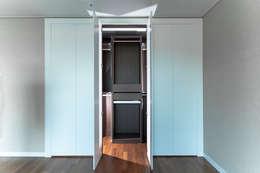 갤러리하우스: 디자인사무실의  드레스 룸