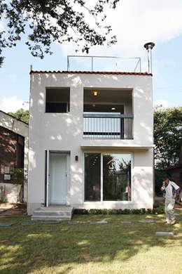 Rumah by IDÉEAA _ 이데아키텍츠