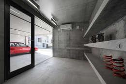 moderne Garage/schuur door 有限会社Kaデザイン